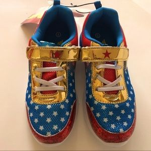 Light up Wonder Woman Sneakers Size 2/3 NWT